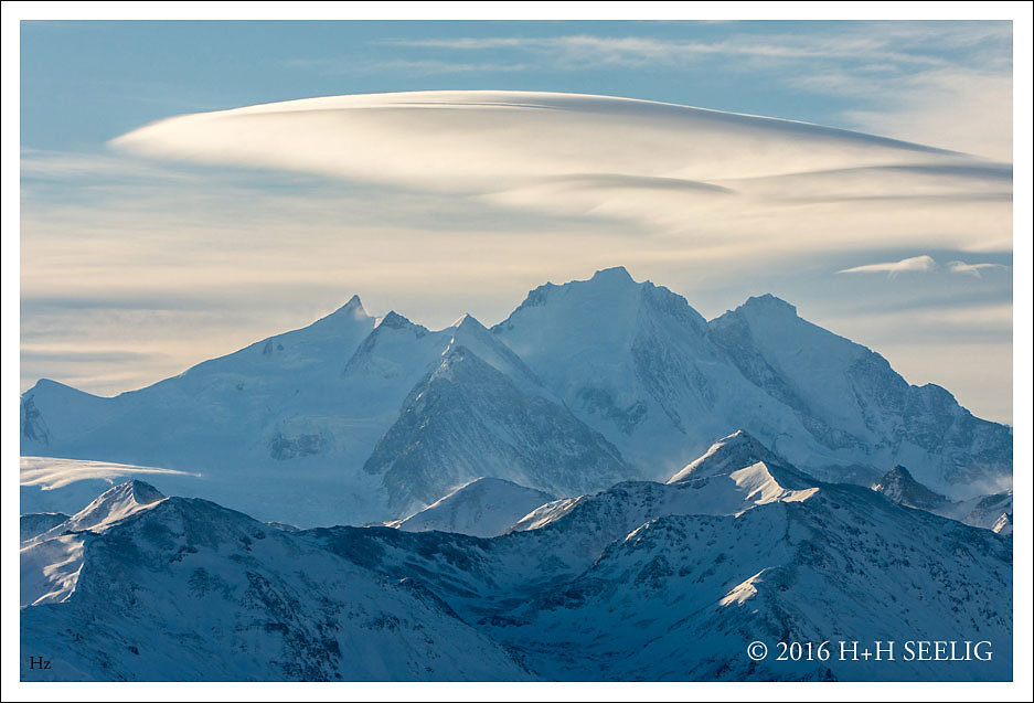 Verschneite schweizer Alpengipfel